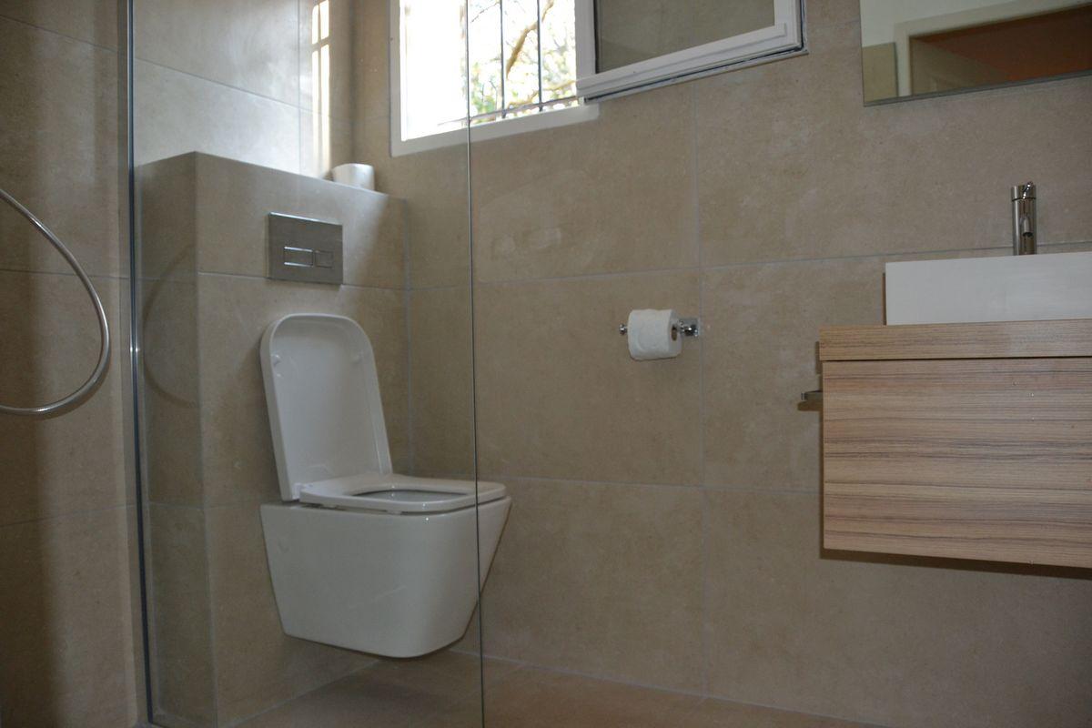 Badkamer met inloopdouche Villa Valbonne (renovatie 2017)