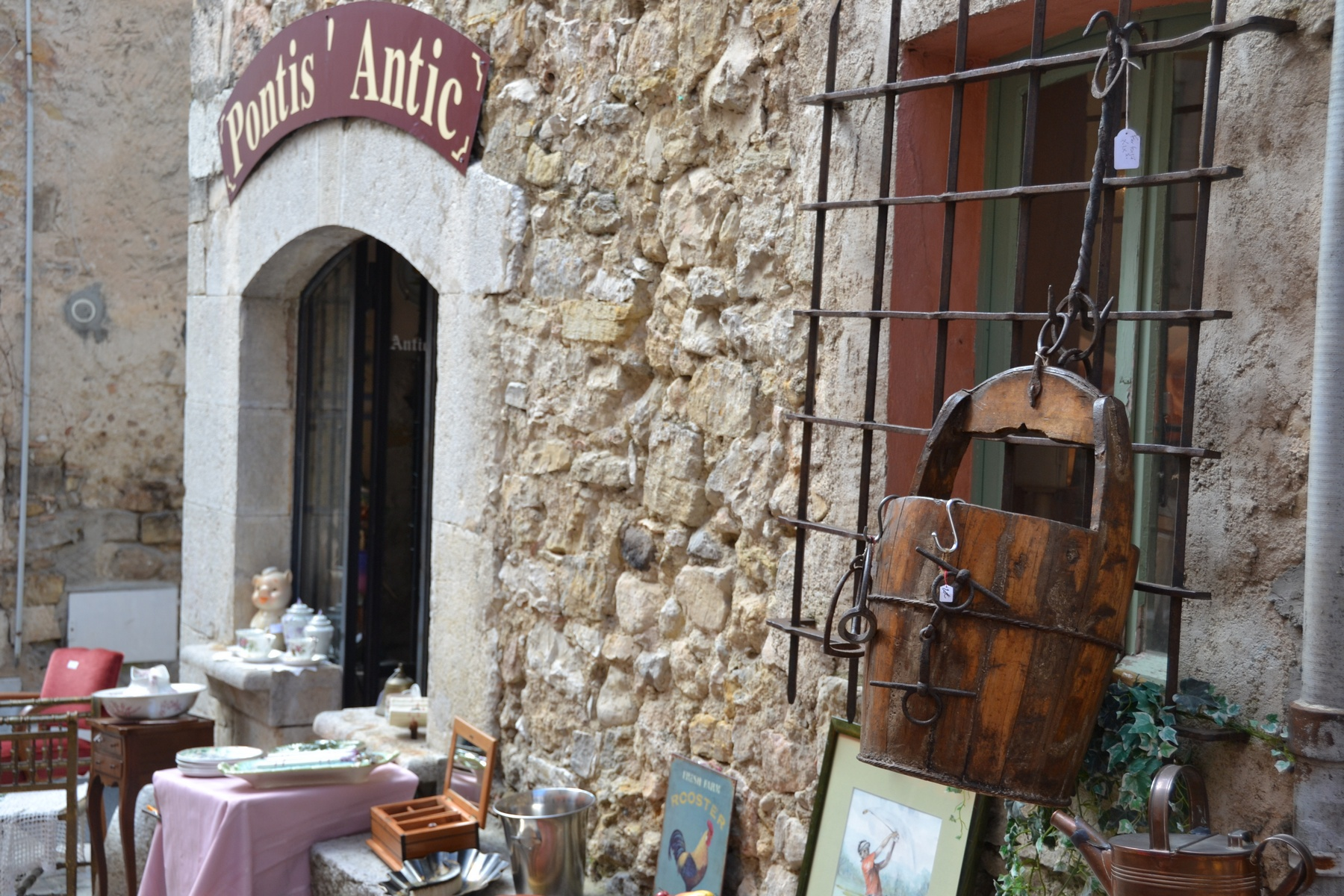 Antique store Valbonne South of France
