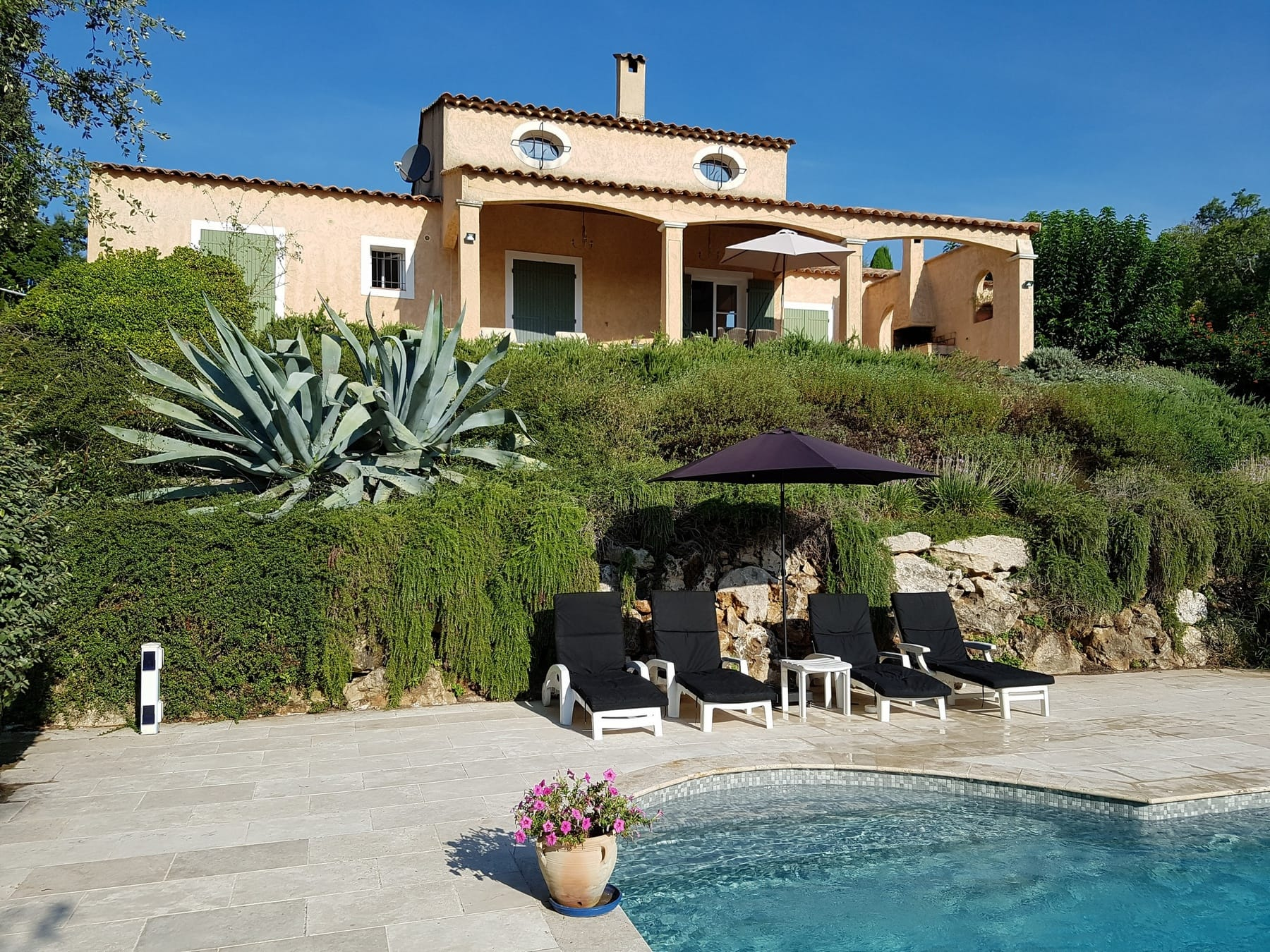 Rent a holiday home with swimming pool Cote d'Azur Villa Valbonne