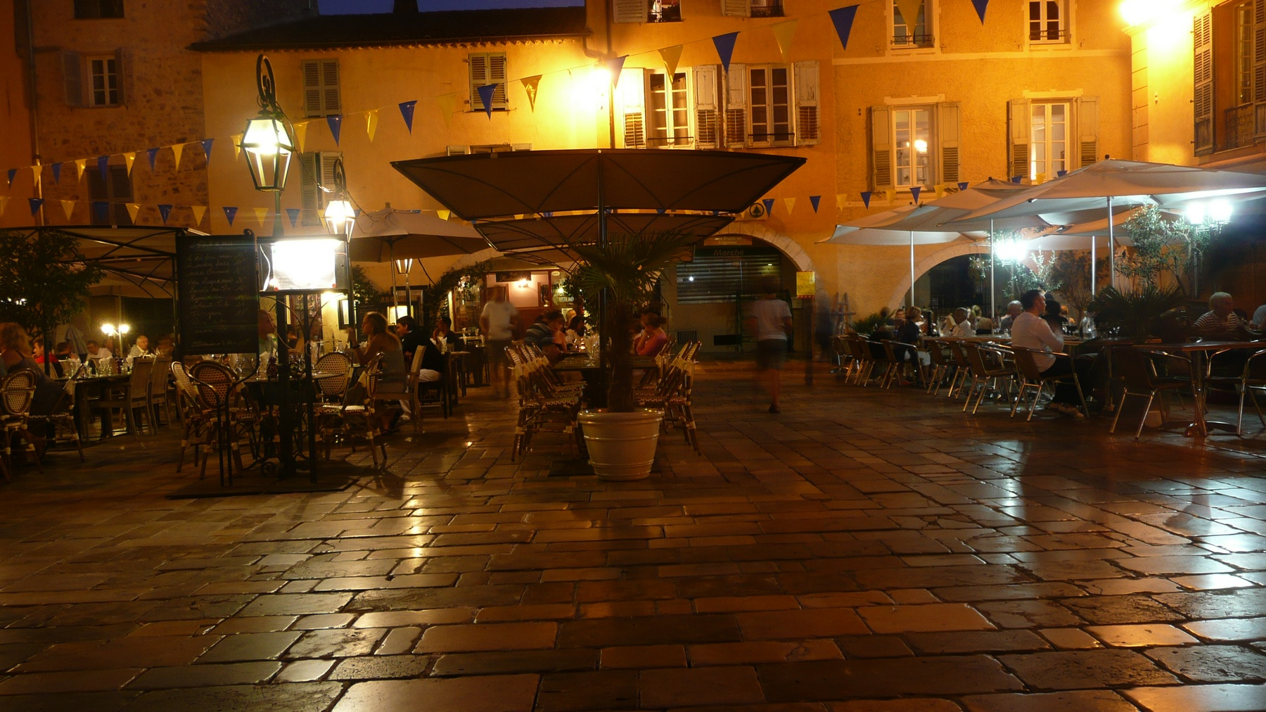 Valbonne center square with restaurants